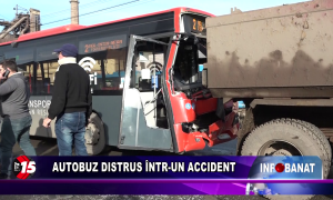 Autobuz distrus într-un accident